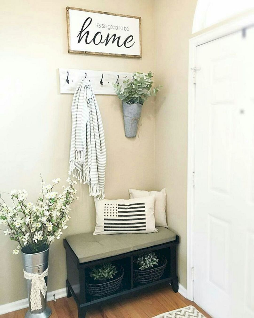 Home Interior Entrance Design Ideas: Small Corner Entryway Idea