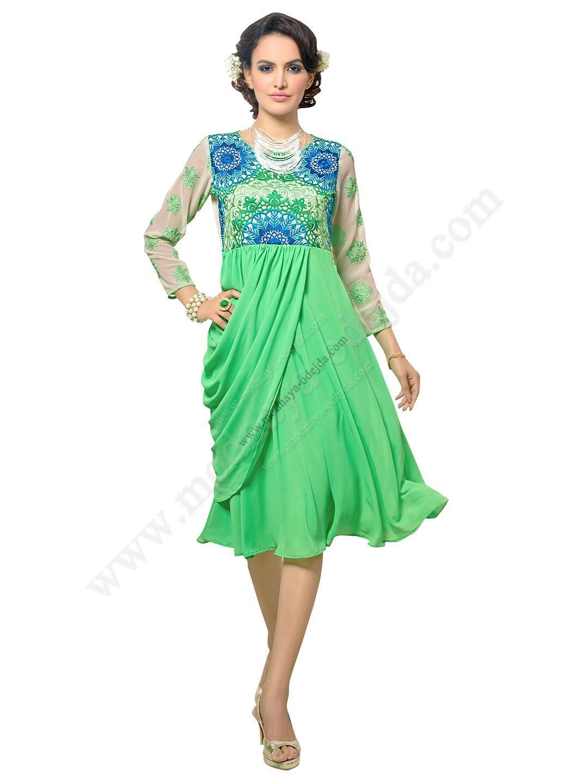 Светло-зелёное красивое платье из шифона, с рукавами три четверти, украшенное вышивкой скрученной шёлковой нитью