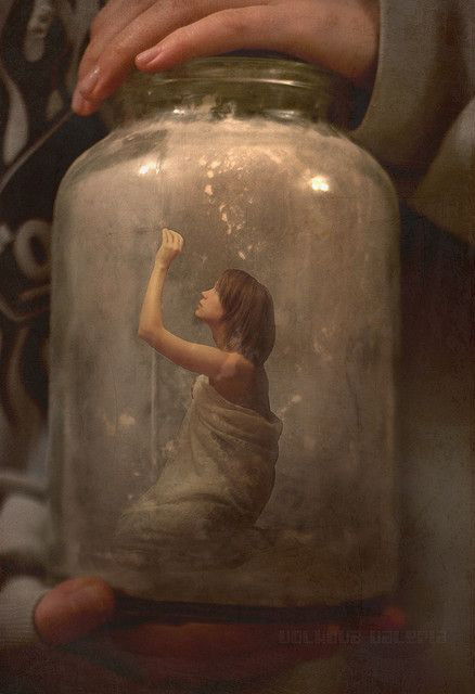 não tranque você dentro de você mesma(o)..se liberte seja você, independente dos que os outros pensem ...