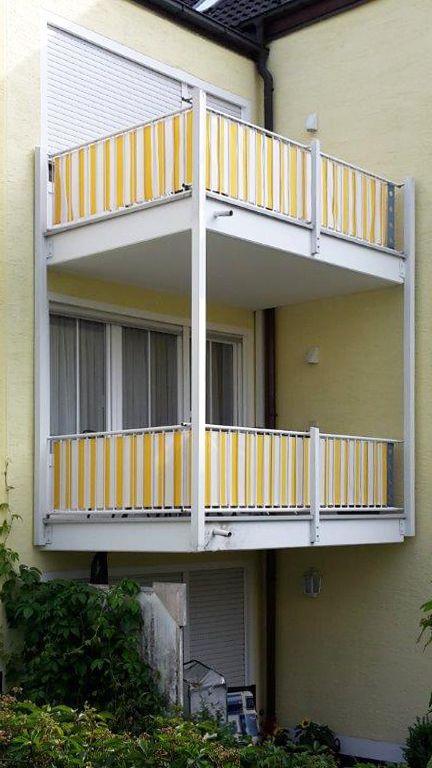 sichtschutz mit gelber balkonumrandung nach ma ein. Black Bedroom Furniture Sets. Home Design Ideas