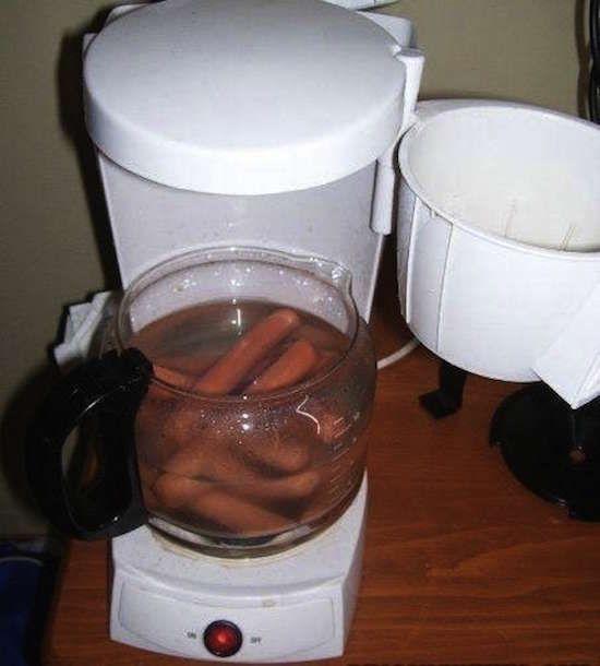 Saviez-vous que l'on peut cuire les knacks avec une cafetière ?
