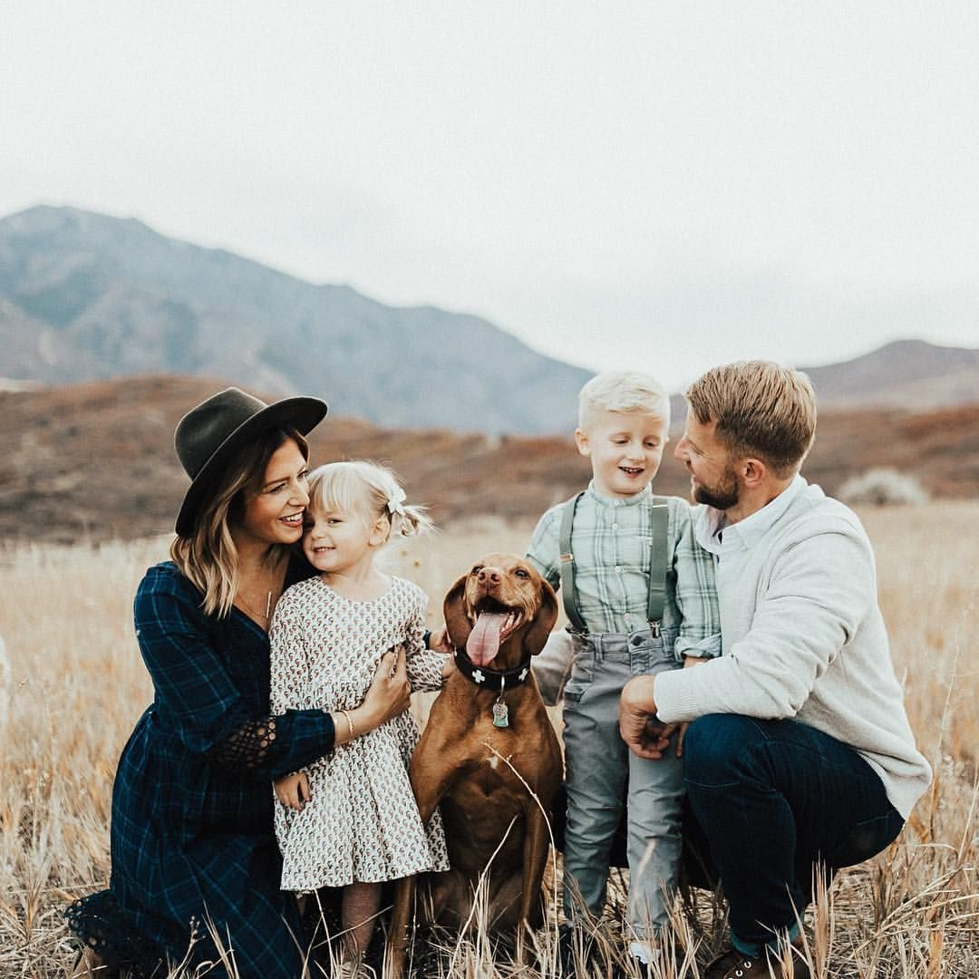 "KATE ANNE JENSEN on Instagram: ""BLOWN AWAY at the responses I got for November + December family/couples mini sessions!! So guess what?! ITS HAPPENING! Mini sessions are…"""
