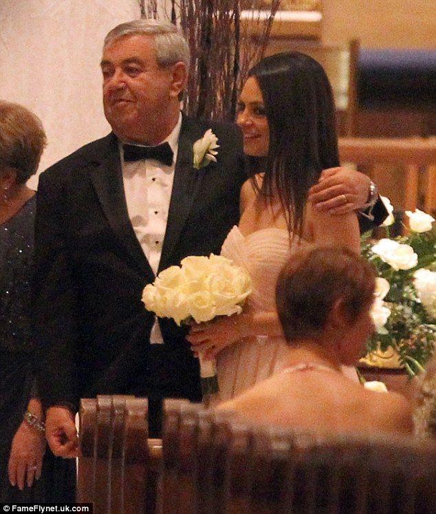 Mila Kunis Hugs Father As Ashton Kutcher Watches At Brother S Wedding Mila Kunis Hug Michael Jackson