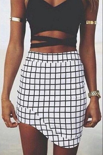0354914 BLACK AND WHITE PLAID PERSONALITY SHORT SKIRT