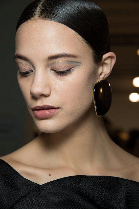Для демонстрации своей кутюрной коллекции Armani Prive haute couture весна-лето…