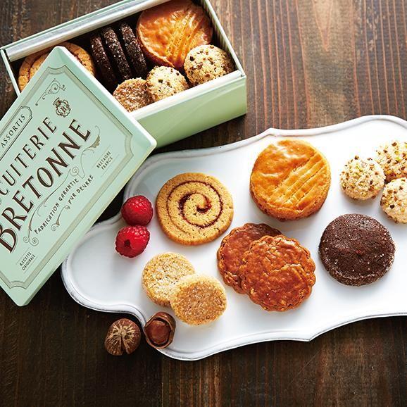 【ぐるすぐり】ブルトンヌ・オンラインショップ(株式会社エーデルワイス)のブルターニュ クッキーアソルティ<缶>(23個入) 【贈り物 内祝 ギフト 出産内祝 結婚御祝 贈答品 敬老の日 】を通販・お取り寄せ。香り高いバターの風味を生かして、丁寧に焼き上げた6種類のクッキーをオリジナル缶に詰め合わせました。◆「厳選」こだわりの食品・食材、ギフト商品などここでしか味わえないお取り寄せグルメを取り揃えています。食品・食材を扱うプロによる「目利き」で厳選された商品もご紹介、新たな価値ある商品をその時々の季節やトレンドに合わせてみなさまにお届けします。「美味しい」に出会える「ぐるすぐり」を是非ご利用ください。