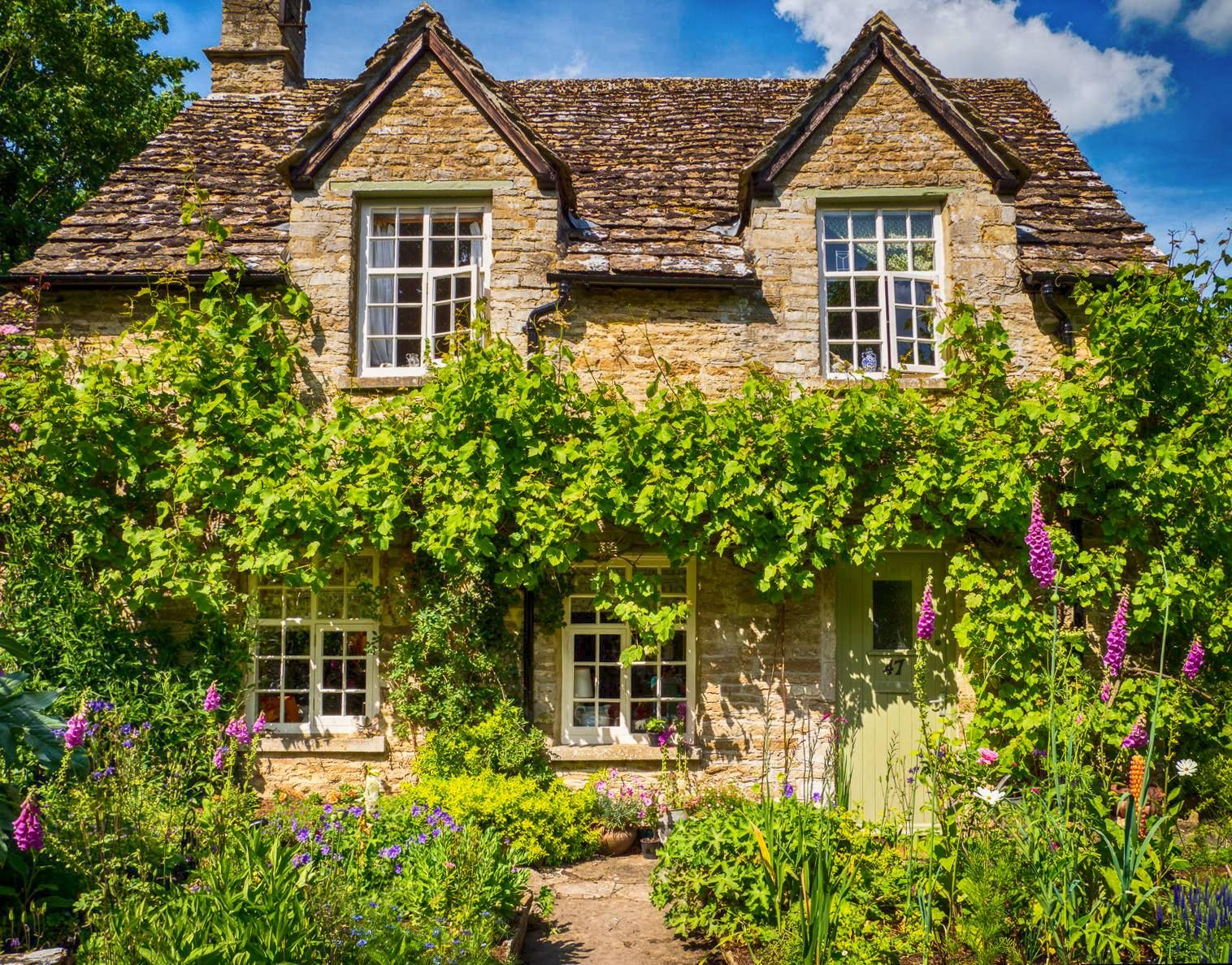 A Cotswolds Stone Cottage In Eastleach Gloucestershire Cotswolds Cottage Country Cottage Decor Cottage Homes