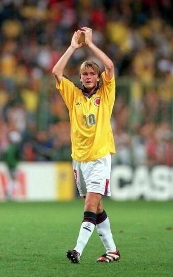dc683dd070 David Beckham de joven con la camiseta 10 de Colombia