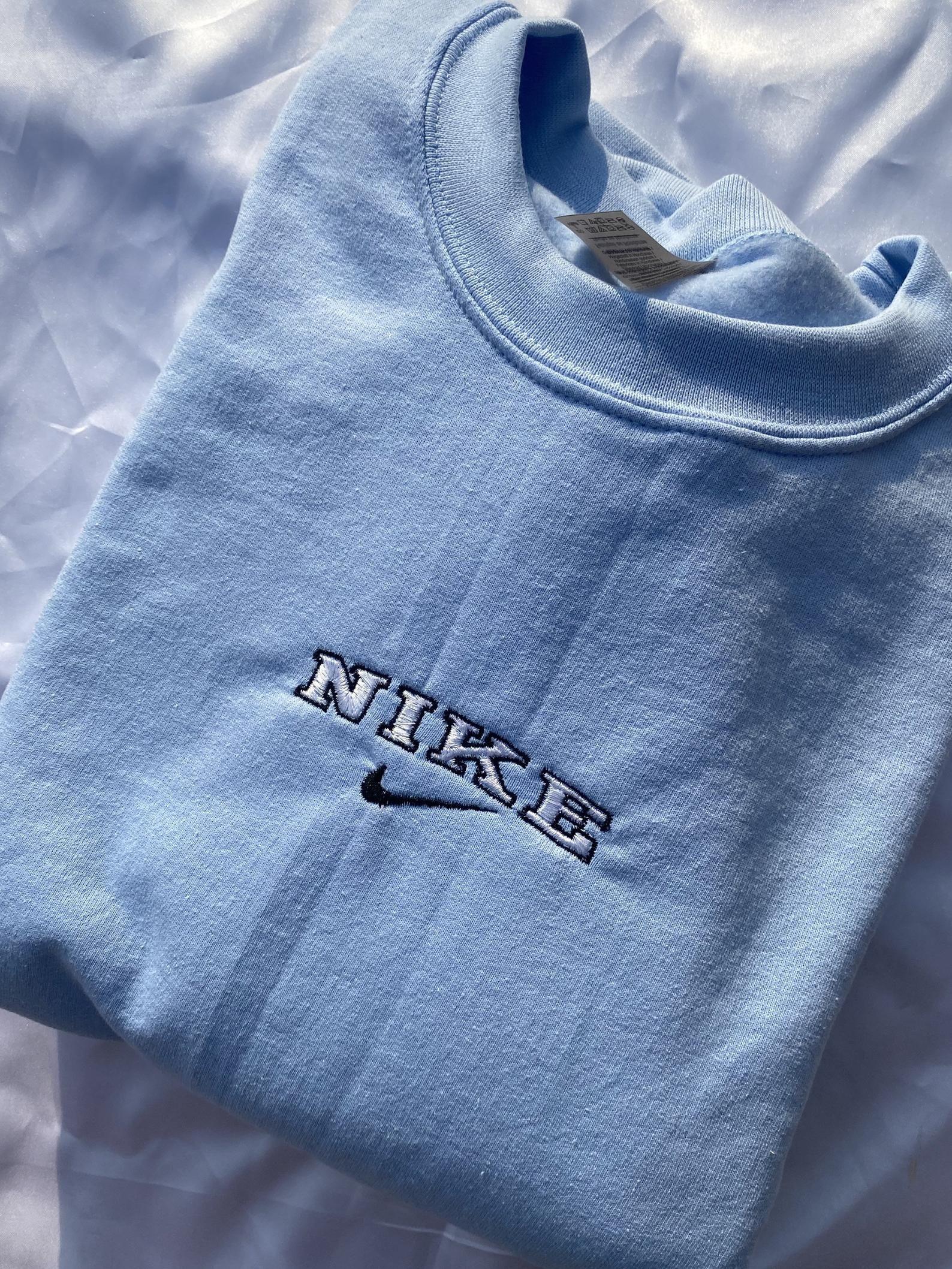 Pin By Eoconnor On Xmas List 20 Vintage Nike Sweatshirt Nike Crewneck Sweatshirt Trendy Hoodies [ 2117 x 1588 Pixel ]