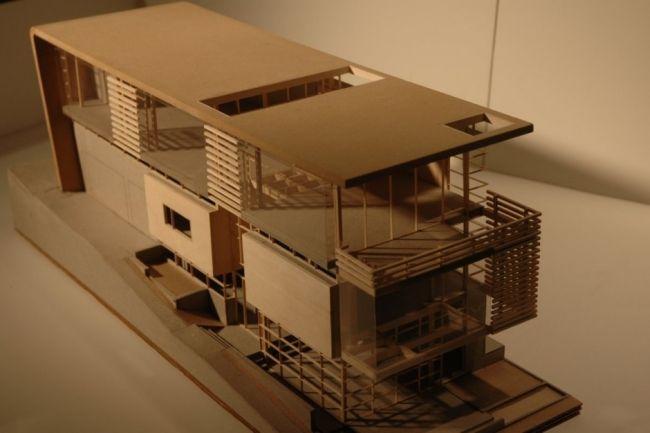 Modernes haus mit holz glas gestaltet fassade modern for Modernes haus fassade