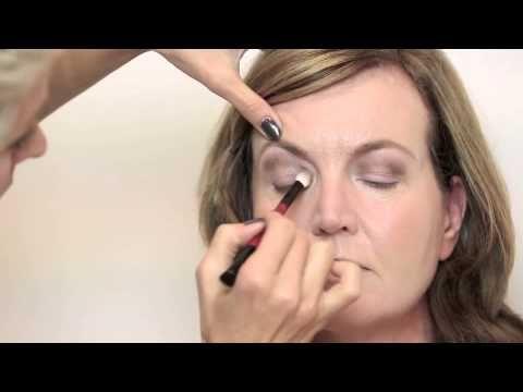 Wie zum Video: Simpele Make-up für Overhangende Oogleden