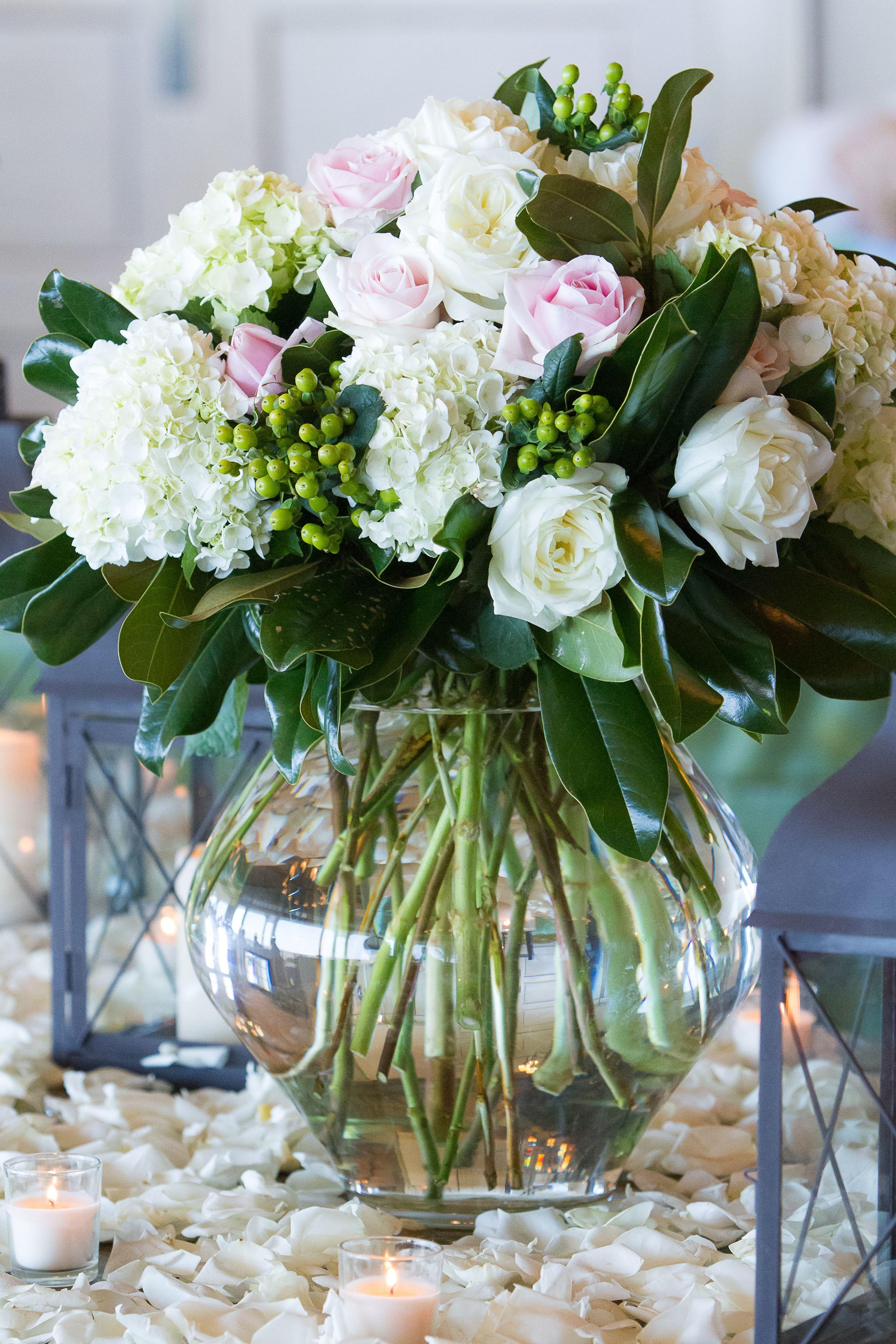 Mixed Arrangement Designed By Engaging Events Charleston Sc Wedding Luxury Wedding Planner Wedding Wedding Decorations