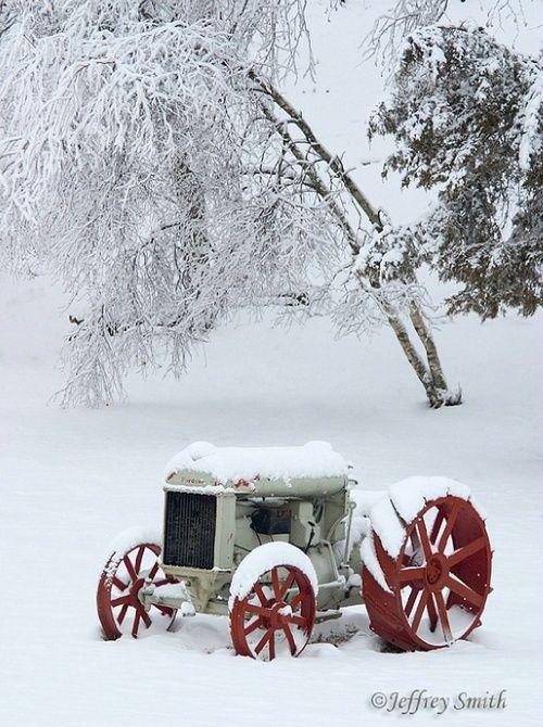 Sneeuw op de boerderij met kerst