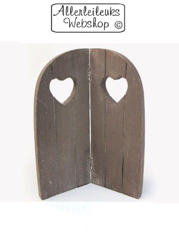 Landelijk klein houten tweeluikje raamluikje met hart taupe 26cm - www.allerleileuks.nl