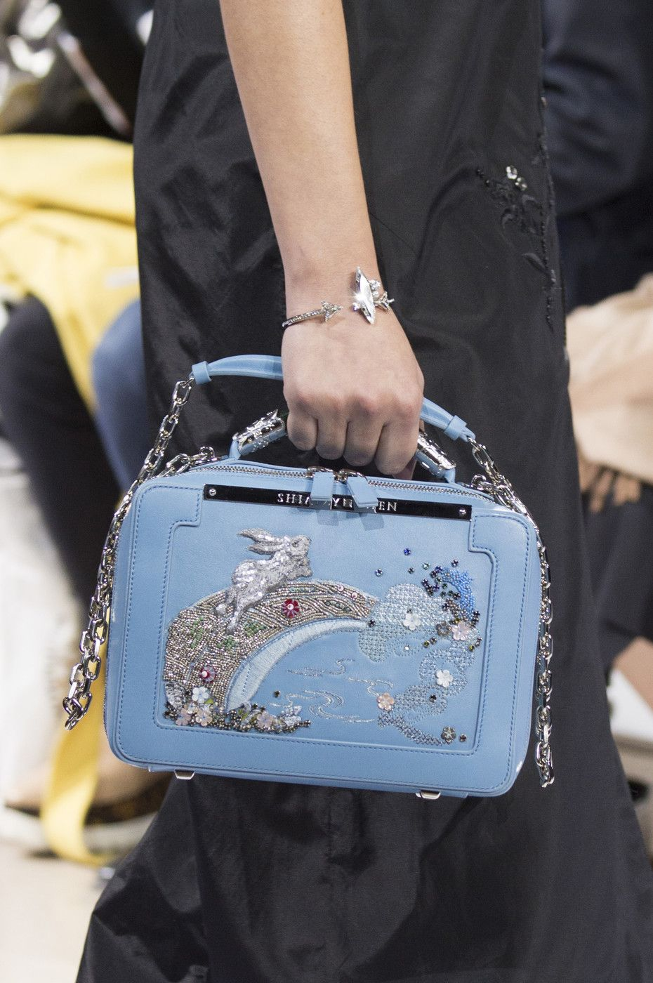 951ed8580 Shiatzy Chen at Paris Fashion Week Spring 2019 in 2019 | About bags ...