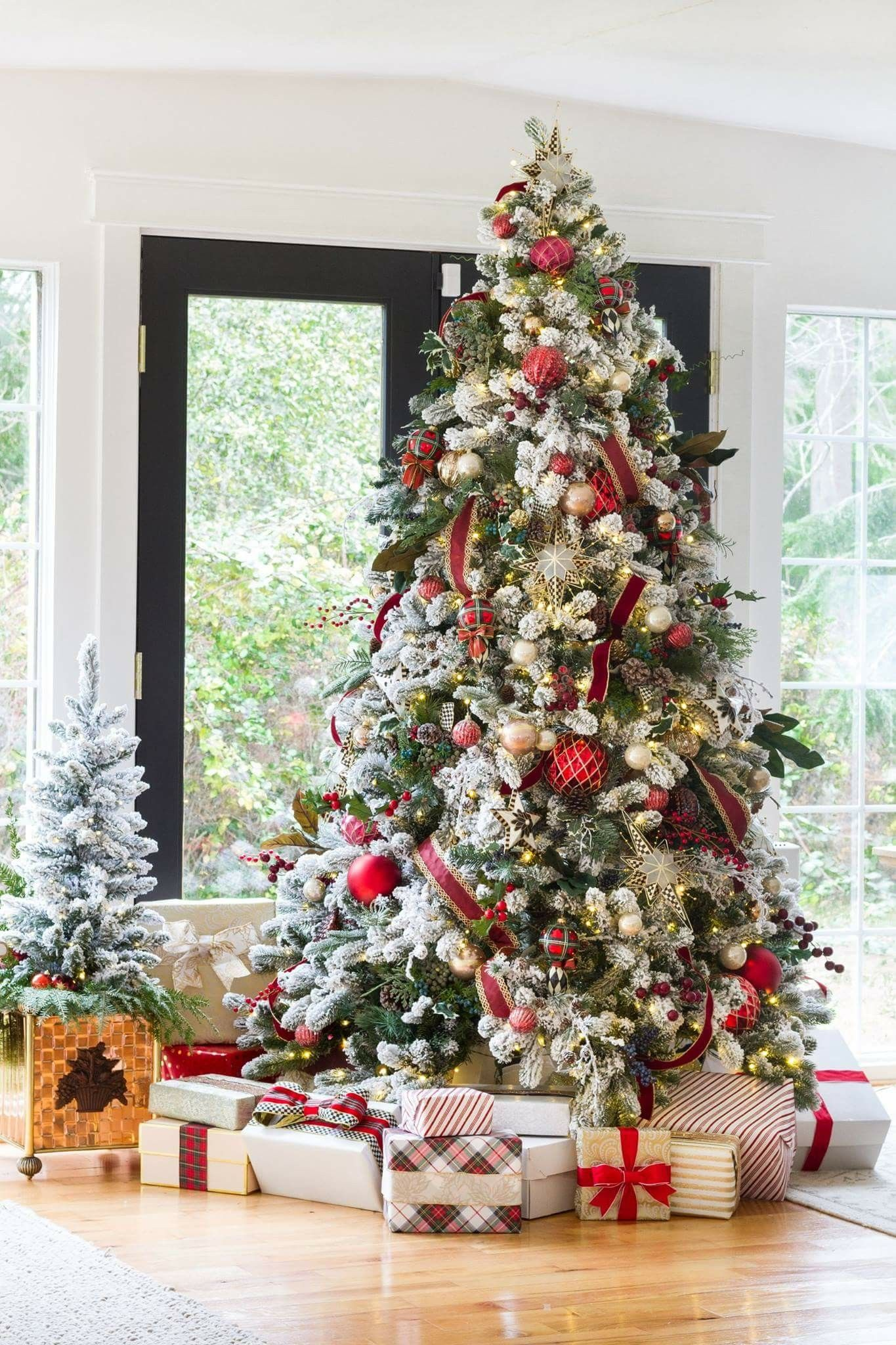Traditional Christmas Tree Decor Christmas Tree Inspiration Beautiful Christmas Trees Christmas Tree Themes