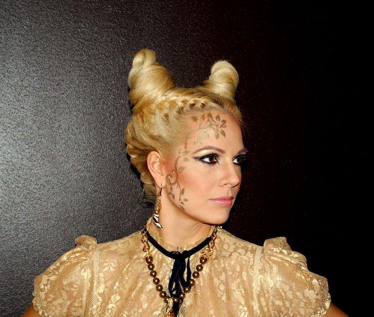 Halloween Frisuren Zum Nachstylen 20 Stylingideen Und Tipps Frisurenvampirlady Halloweenfrisurenfurki Halloween Hair Long Hair Styles Hair Growth Shampoo