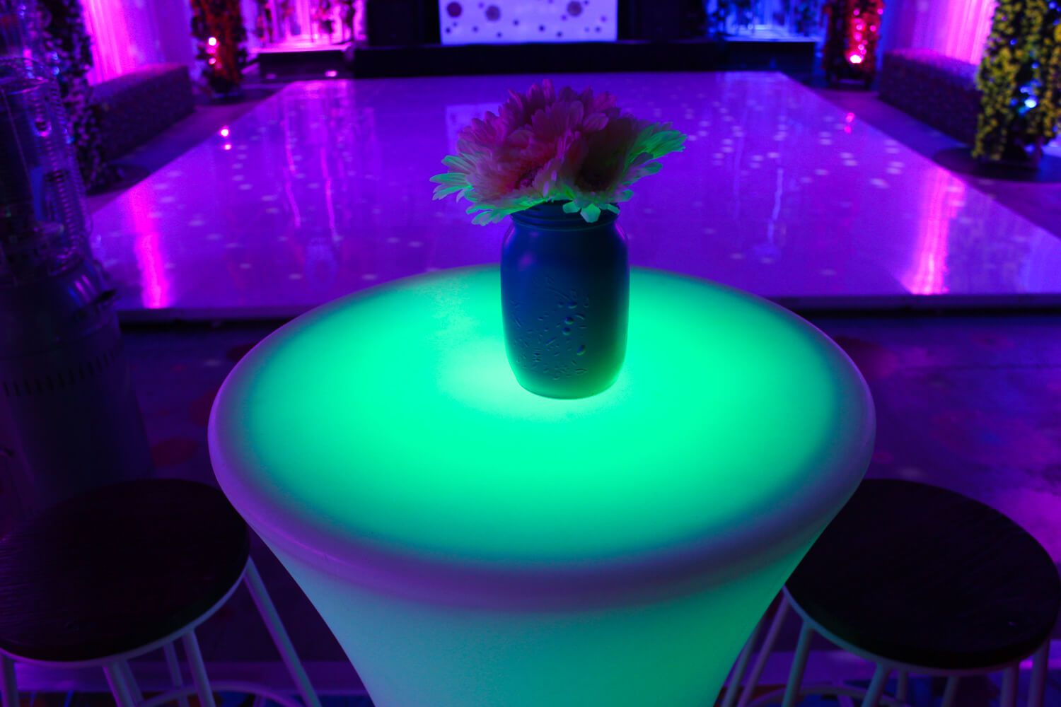 Illuminated Round Bar Table Round bar, Round bar table