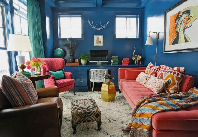 Eklektische Stilmischung im Wohnzimmer-Wände in Blau gestrichen