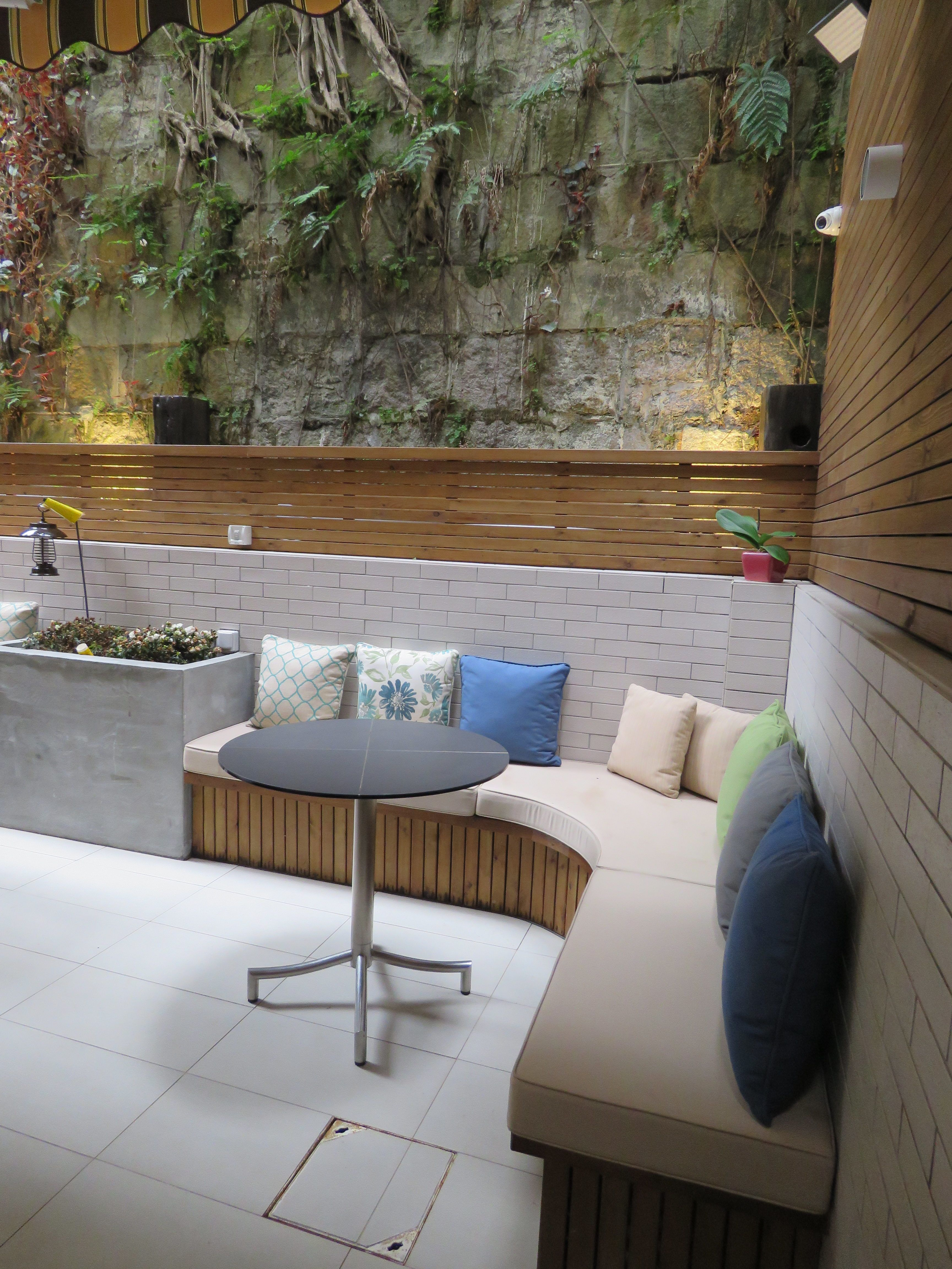Delightful Outdoor Spaces That Smooth The Transition From Inside To Outside