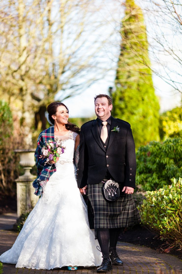Plaid wedding dress  Walking couple  relaxed shot  Photography wedding  Pinterest