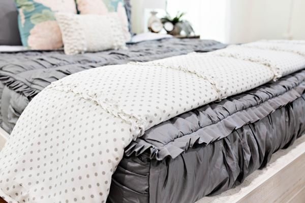 Gray Dots Blanket #beddysbedding