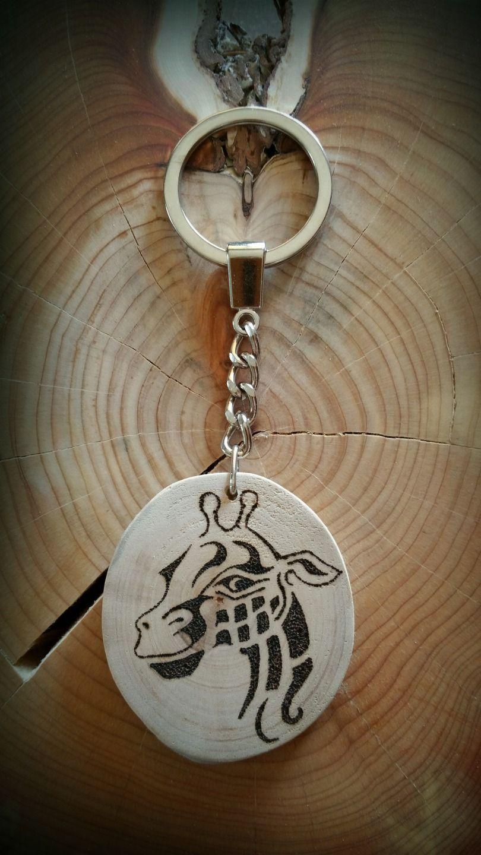 Porte clé en bois flotté et joli dessin en pyrogravure fait main