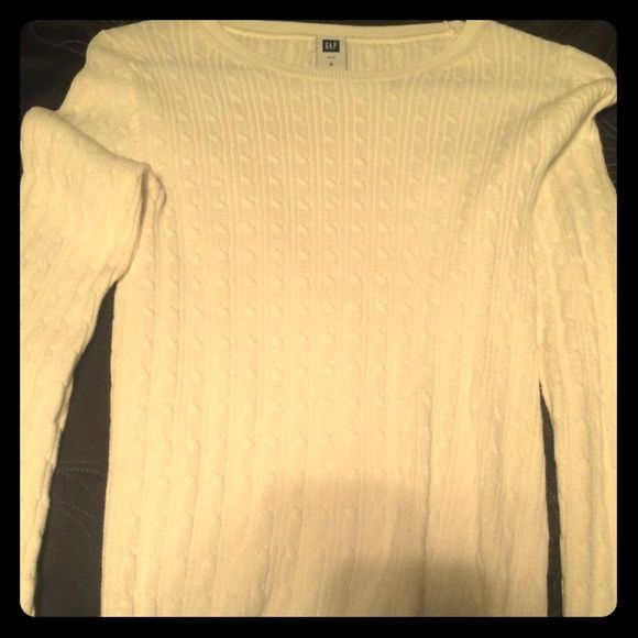 White Gap sweater White Gap sweater, perfect condition, worn once GAP Sweaters