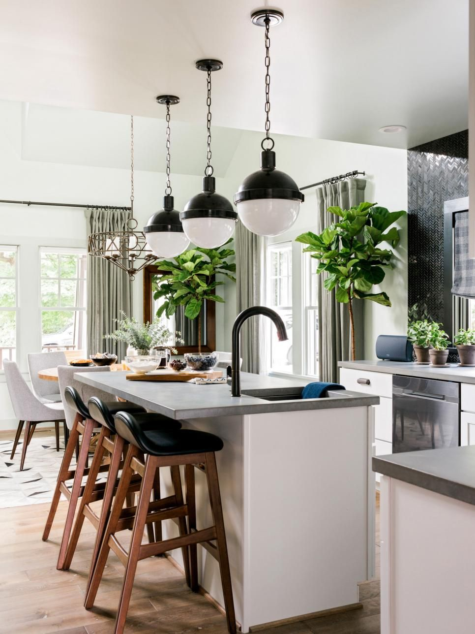 Kitchen Pictures From Hgtv Urban Oasis 2016  Islas Y Oasis Glamorous Small Kitchen Design Ideas 2014 Decorating Inspiration