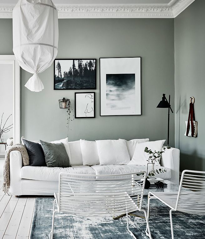 green grey home with character wei e couch wohnzimmer gr n und gr ne wandfarbe. Black Bedroom Furniture Sets. Home Design Ideas