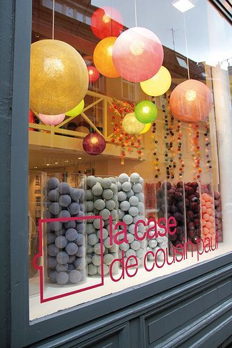 balloons escaparates pinterest display visual merchandising and store displays. Black Bedroom Furniture Sets. Home Design Ideas