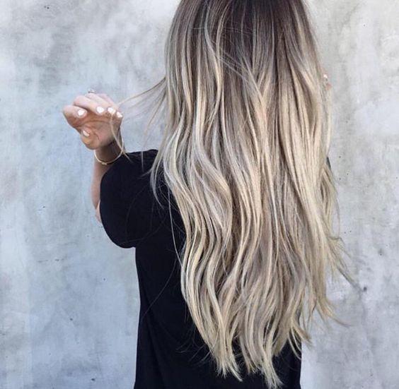 Aschblond Balayage Der Haartrend Auf Pinterest Elle Frisuren Lange Haare Naturlocken Aschblond Balayage Balayage Haare Blond