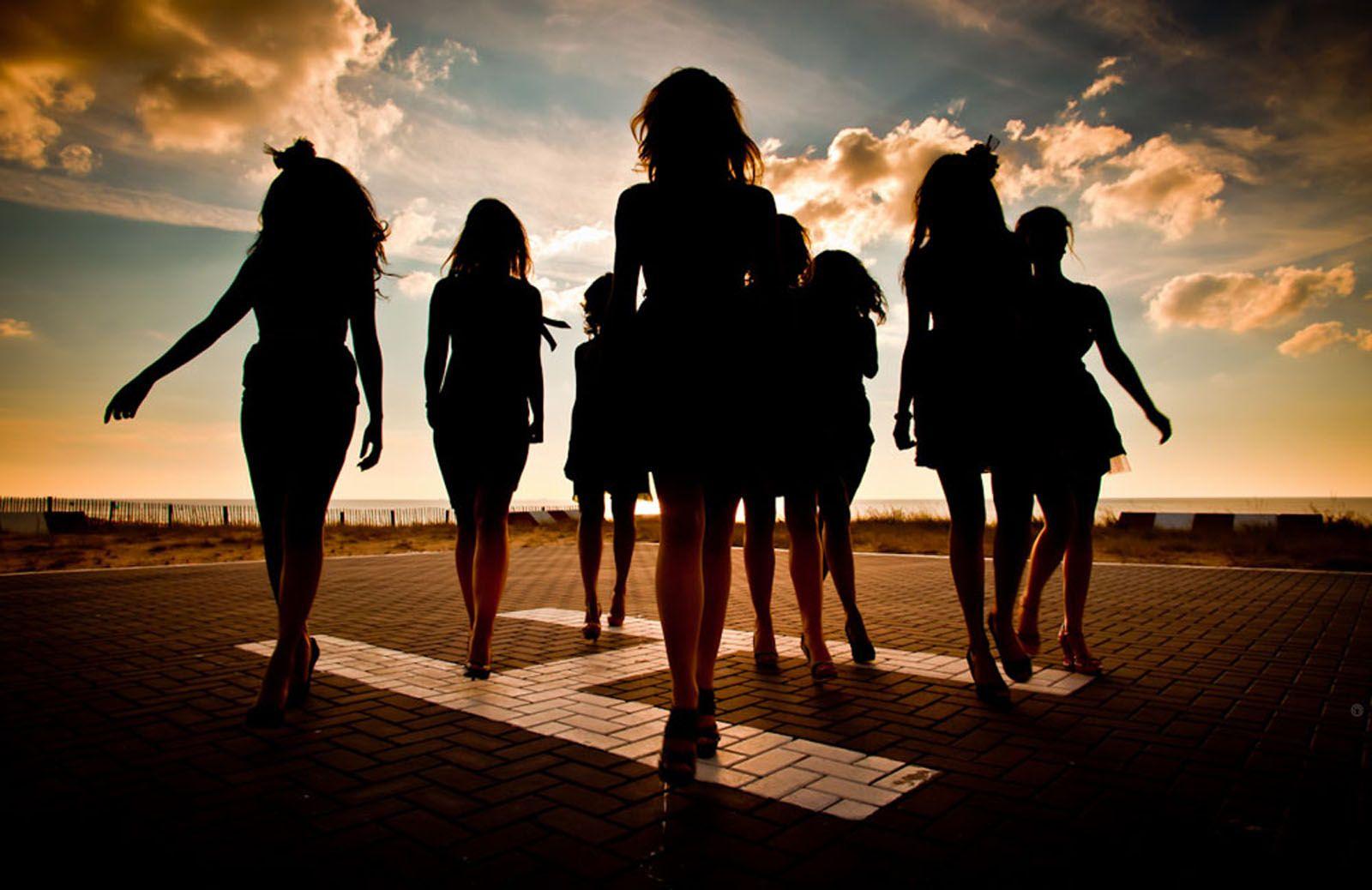 Wandelende vrouwen - Adrian Kuipers Photography