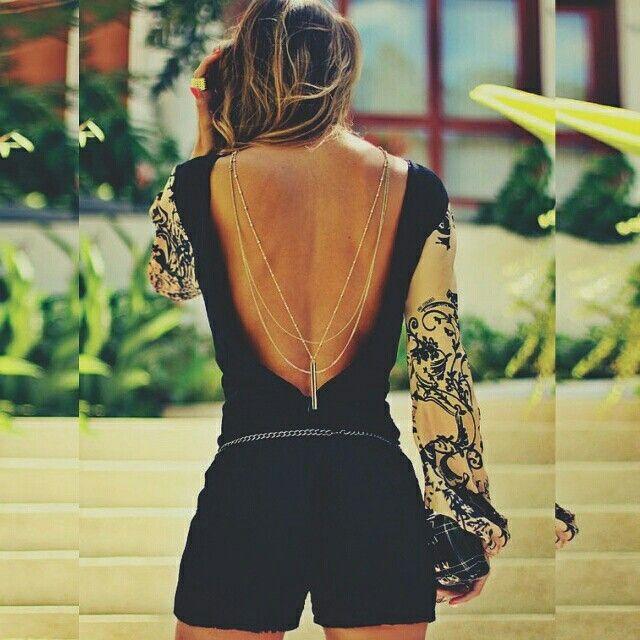 """Look para fim de semana a noite. Aquele velho e conhecido ditado """"Sexy sem ser vulgar"""". Aposte em um modelo com as costas aberta. E só! #inpiration #lookdodia #consultoriadeimagem #sexy #consultoriademoda  #lookoftheday #coachdeimagem #moda #personalstylist #dicadodia #blog #consultoriadeestilo #autoestima #vaidade #fashion #instafashion #fashionblogger"""