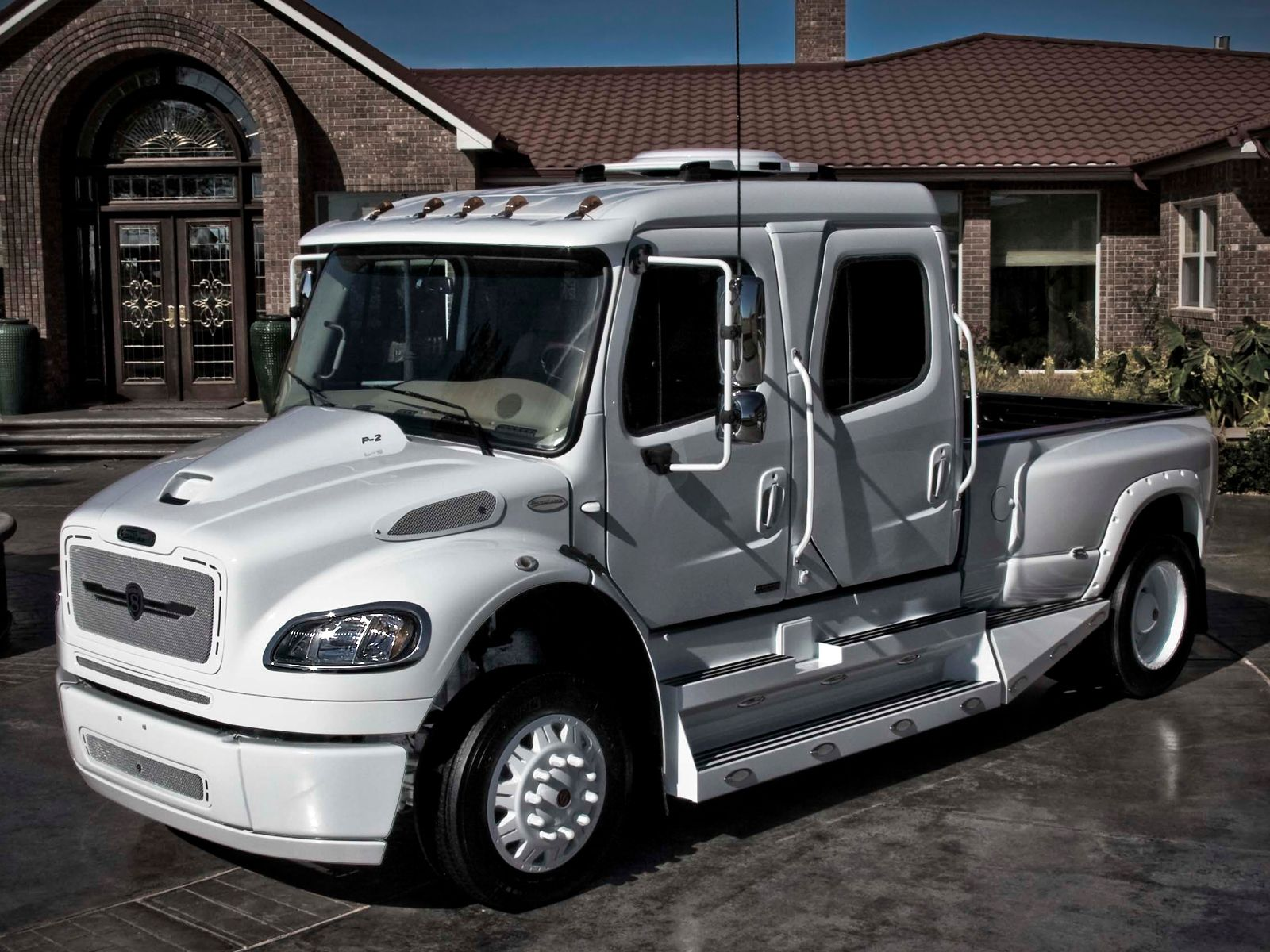 strut freightliner business class m2 sportchassis grille collection  [ 1600 x 1200 Pixel ]