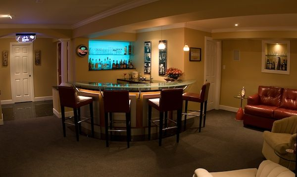 Superbe Extremely High End Basement Home Theater With A Full Bar Area