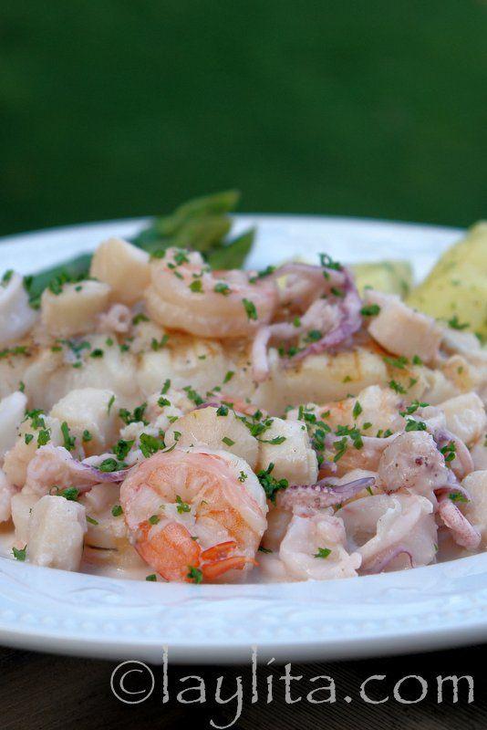 Receta de pescado a la parrilla con salsa de mariscos