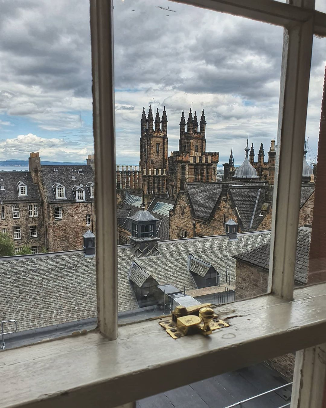 """Nicole or just Nic on Instagram: """"Room with a view...  Any idea where this could be? 😉  #edinburgh #oldtownedinburgh #thisisedinburgh #edinphoto #auldreekie #bbcbritain…"""""""