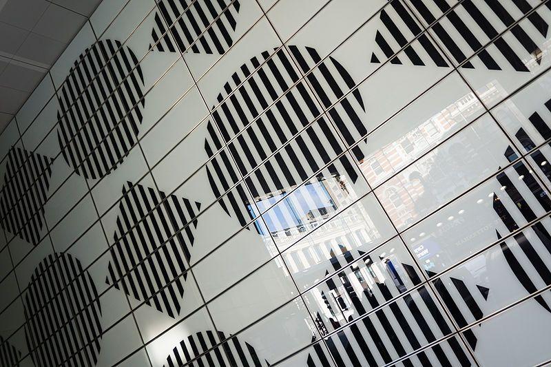 File:Daniel Buren motifs, Tottenham Court Road (16281599425).jpg