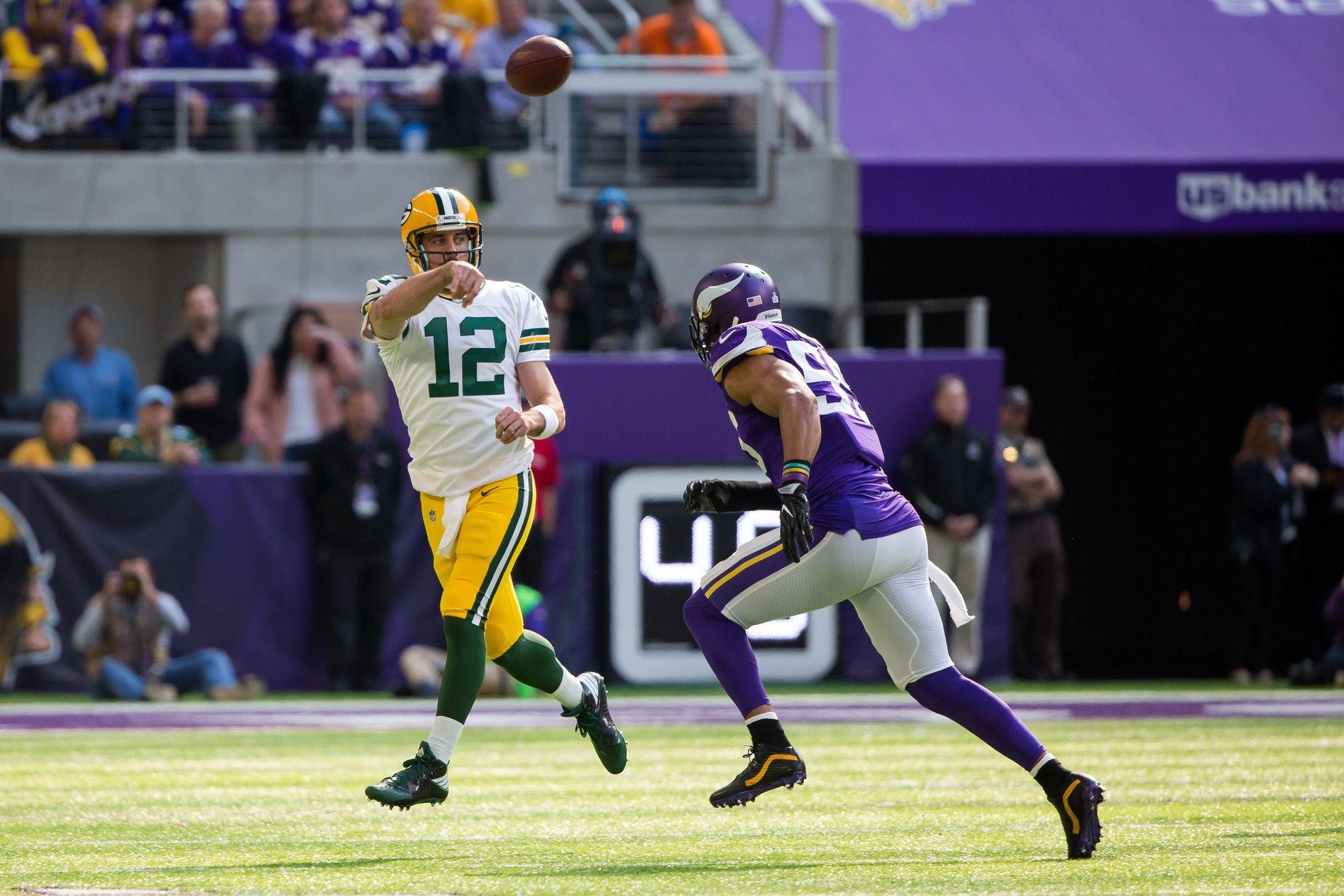 Aaron Rodgers Got 13 Screws In His Collarbone Aaron Rodgers Packers Nfc North