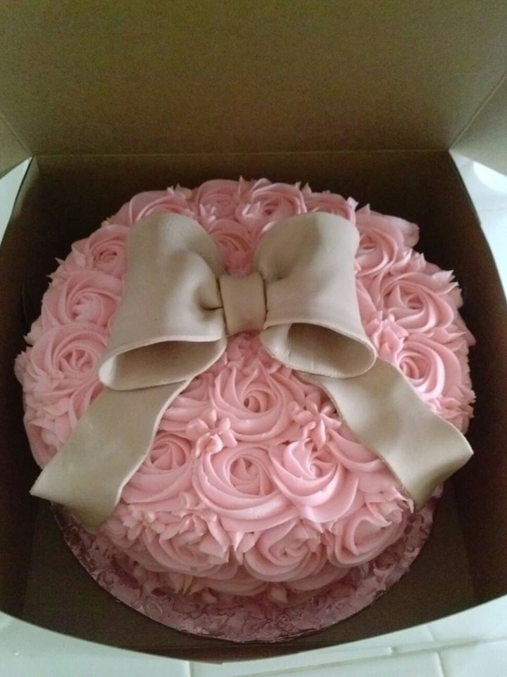 rose swirl cake with bow..