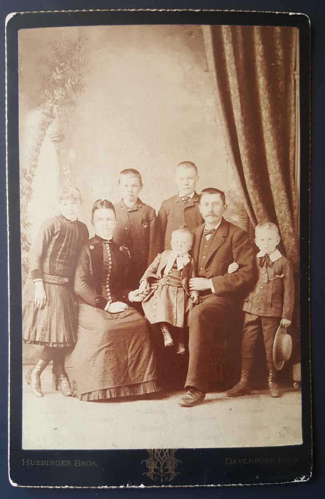 CC270 Cabinet Card Family of 7 Piece of Fabric Included 1880s Davenport IA…