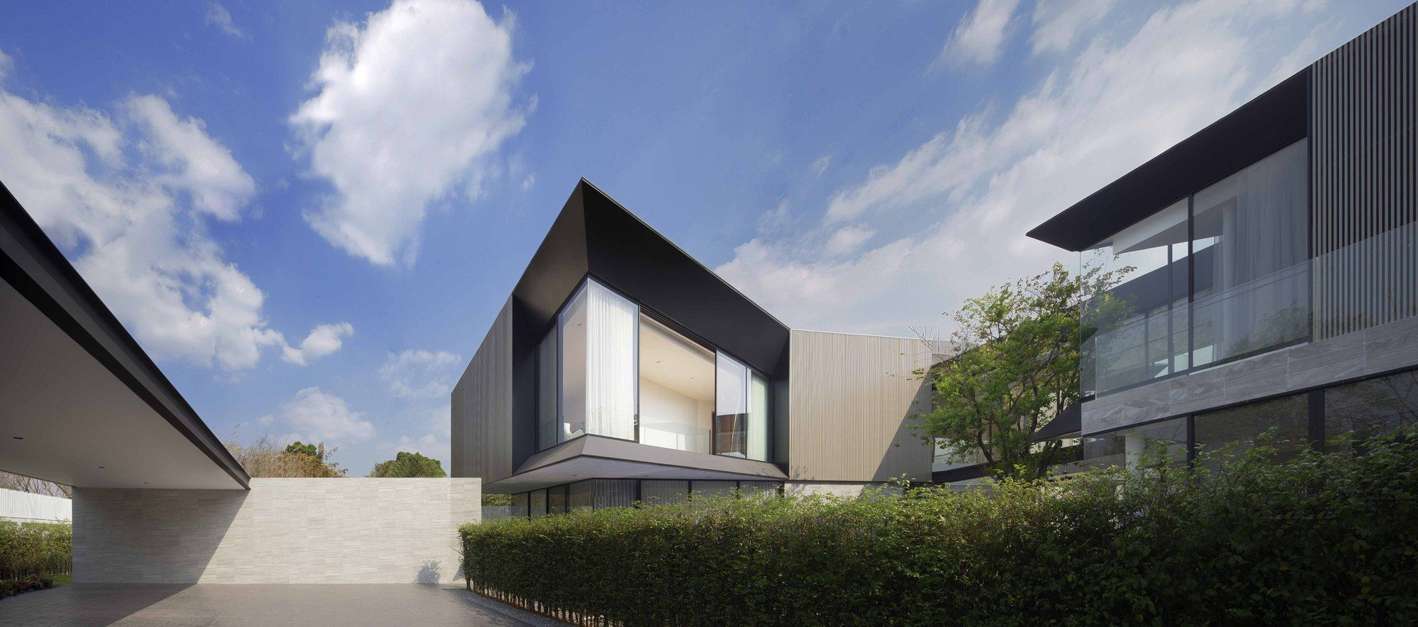 Gallery Of Aluminium House Ayutt And Associates Design 22 Architecture House Tropical Houses
