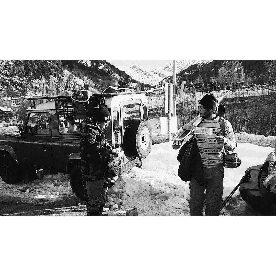 My homiez are ready for a ski trip #ski #skitrip #skitime #freeride #readyforaction #mountain #homies #friends #courmayeur #snowtime #landrover #landroverdefender #bw #blackandwhite #bwphotography by tamereellesucedesours My homiez are ready for a ski trip #ski #skitrip #skitime #freeride #readyforaction #mountain #homies #friends #courmayeur #snowtime #landrover #landroverdefender #bw #blackandwhite #bwphotography