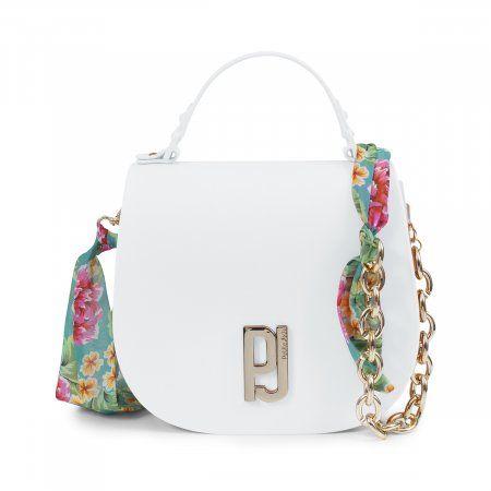 256bd04a1 Bolsa média Petite Jolie feita em PVC fosco branco, com alça de corrente e  lenço estampado. A Saddle Bag volta com tudo! Com a sua característica  principal, ...