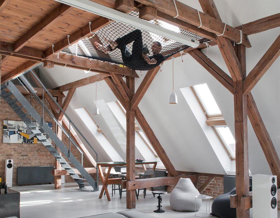 tomek wohnt im großzügigen dachgeschoss mit hänge netz na habt ihr