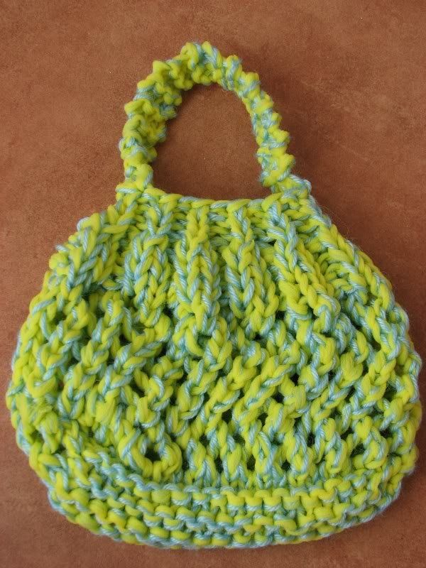 Free Knitting Pattern - Bags, Purses & Totes: Swirl Wrist Bag ...