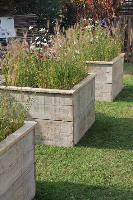 Construire des bacs pour des fleurs avec du bois de coffrage dans l 39 esprit wabi projets - Bac en bois pour potager ...