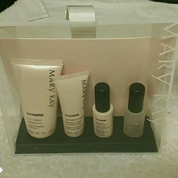 Timewise COMBO TO OILY Travel trial set. Approx 1 month supply if used daily Mary Kay Makeup