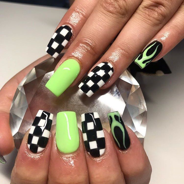 Green Flame And Checkered Nails Unas Unasdegel Unasacrilicas Disenodeunas Decoraciondeunas Na Short Acrylic Nails Designs Checkered Nails Grunge Nails